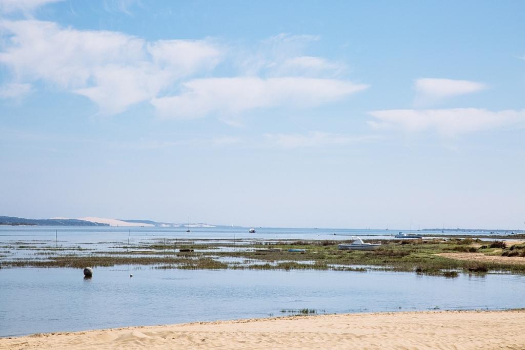 Vue sur la Dune du Pilat depuis la plage de Croix des Marins