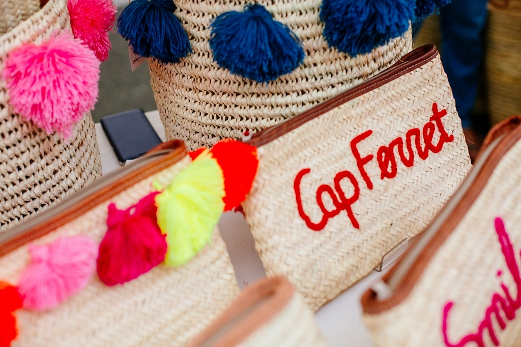 Stand de paniers tressés au marché du Cap Ferret