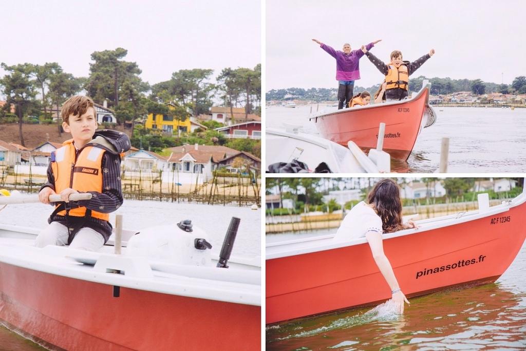 D'un bateau, laisser des doigts tremper dans l'eau